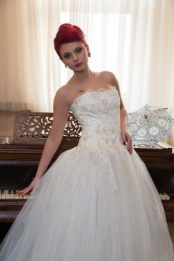 Natalia Derevciuc Arad:Natalia Derevciuc, Atelier de creatie rochii de mireasa si tinute de gala la comanda, Arad